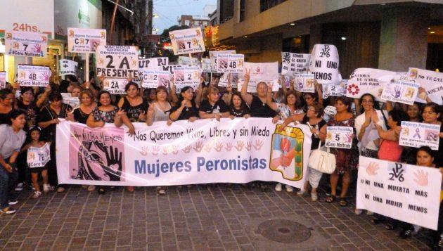 """Impresionante marcha de mujeres peronistas a favor de """"ni una menos"""""""