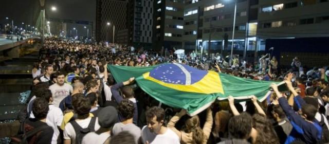 Miles de brasileros salen a las calles para pedir la renuncia de la presidente Dilma Rousseff