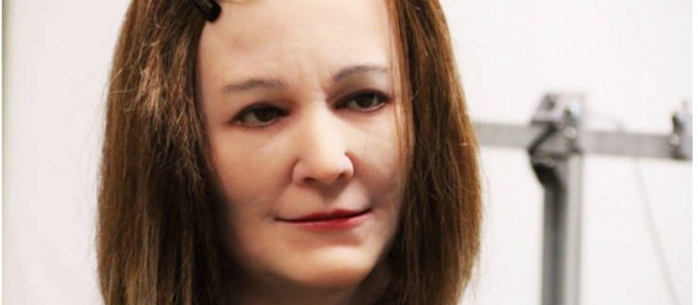 Crean prototipo de robot mujer que reacciona a los estímulos
