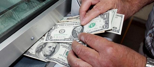 En la constante fluctuación, el dolar avanzó 27 centavos y cerró en $14,98