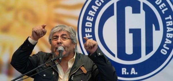 Para evitar que continúen los despidos, Moyano propone poner en vigencia la doble indemnización