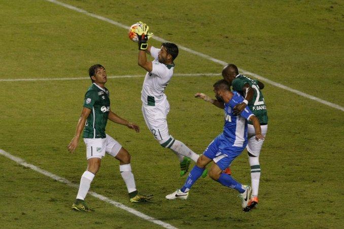 Libertadores: Racing obtuvo un punto y quedó como único líder del grupo 3