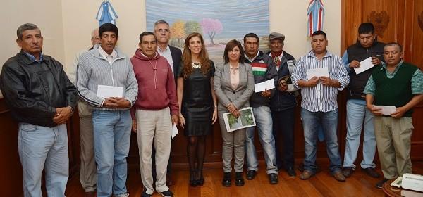 La gobernadora acordó con jovenes del interior sobre trabajos en el Canal de Dios