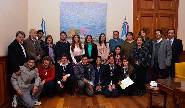 La mandataria recibió a participantes de la Feria Internacional de Emprendedorismo Escolar