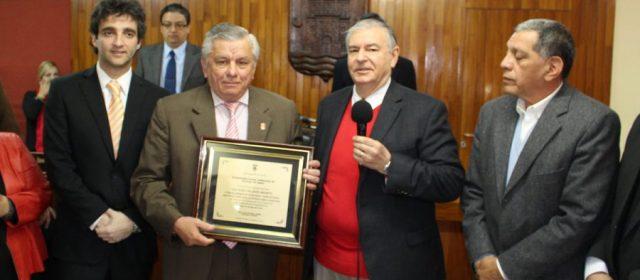 Concejales distinguieron al intendente Infante y en su nombre a todos los municipales