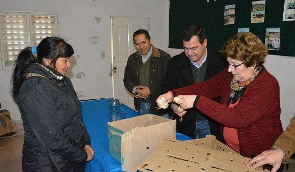 El ministro Gelid impulsa el Programa Pro Granja con la entrega de 3000 pollitos