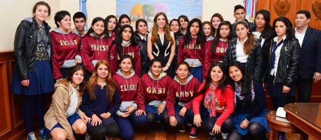 La Gobernadora se rodeo de estudiantes del interior en Casa de Gobierno