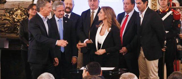 La gobernadora Zamora firmó el compromiso de modernizar el estado junto a Macri