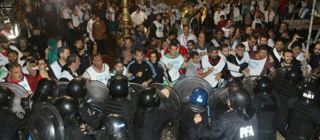 Gerardo Montenegro repudió la violencia ejercida por la Policía de Buenos Aires contra docentes
