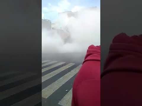 Imagenes fuertes: el preciso momento en el que se derrumba un edificio tras el terremoto