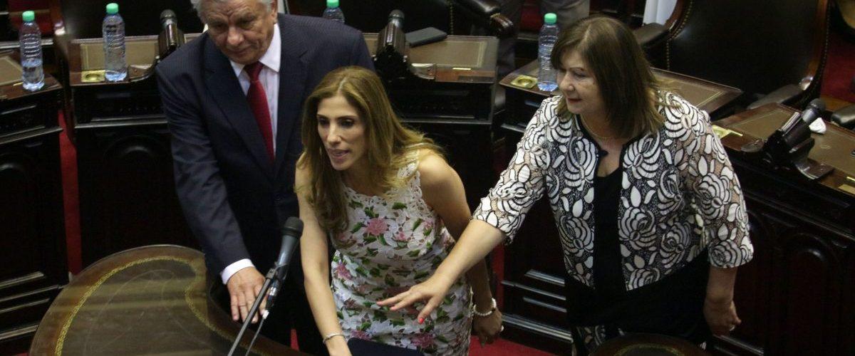 Juró  como diputada la  Gobernadora Claudia Zamora