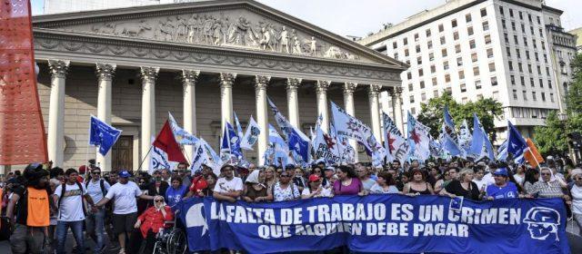 Miles de personas marcharon a la Plaza de Mayo tras el fallo de Bonadio