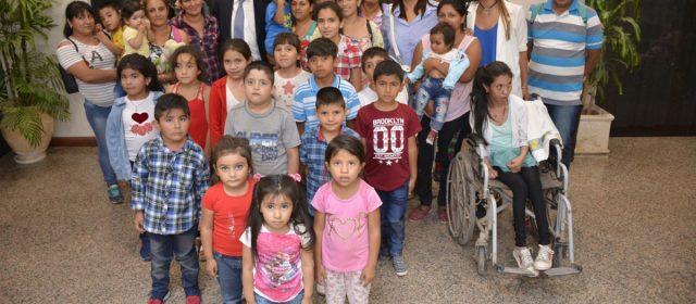 Niños de Nueva Colonia, Dpto. Figueroa visitaron al Gobernador Gerardo Zamora