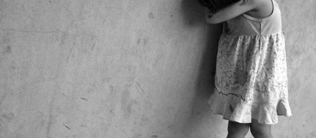 Indignación: Detuvieron a una mujer acusada de difundir imágenes pornográficas de su hija de 5 años