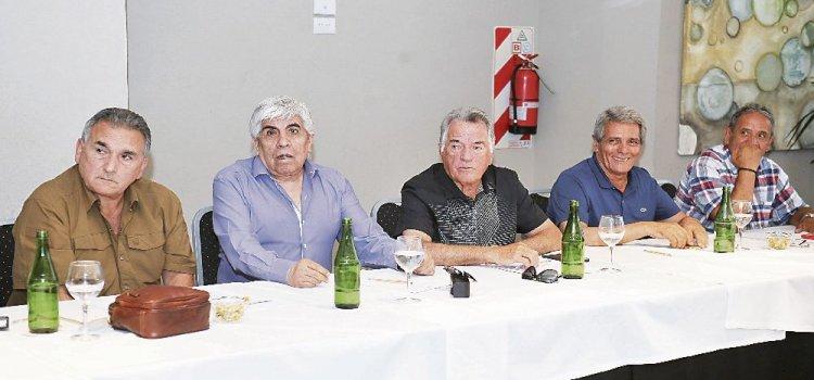 Barrionuevo se acerca al Gobierno y deja a Moyano sin respaldo para el 21-F