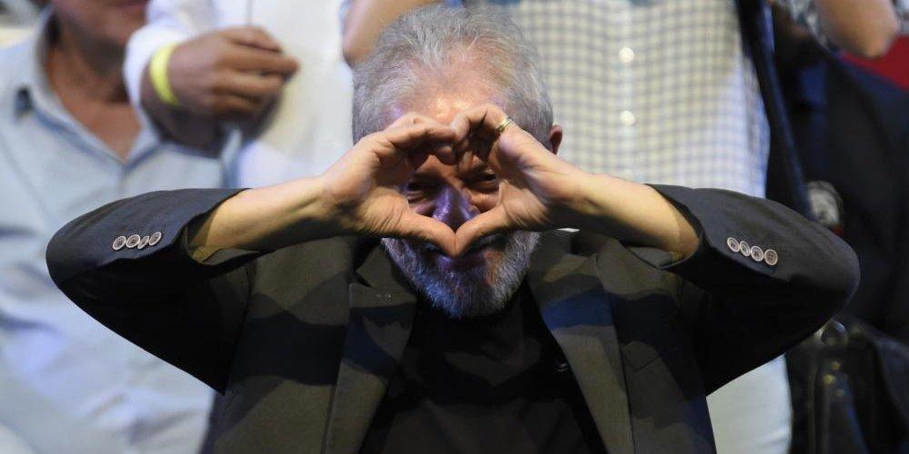 Lula confirmó su candidatura a las elecciones