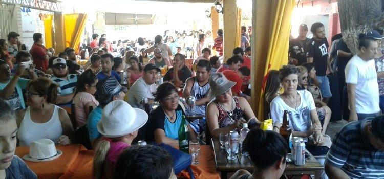 La siesta salamanquera fue un éxito con cientos de turistas que disfrutaron del folclore en los lagos