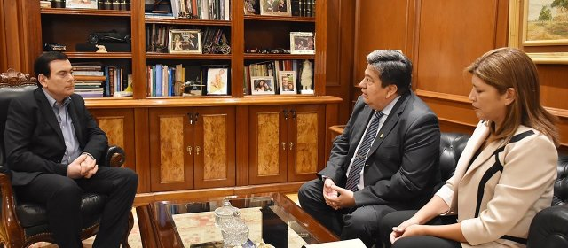 Autoridades de la Universidad Nacional  en visita protocolar al Gobernador