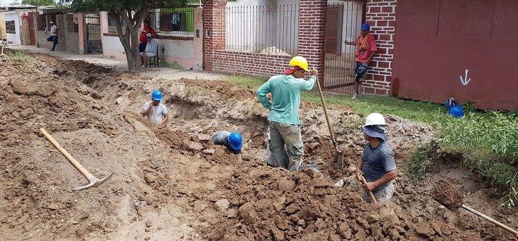 El intendente bandeño brindó respuesta inmedita al pedido de vecinos con la extensión de la red de agua potable en el barrio IV Centenario