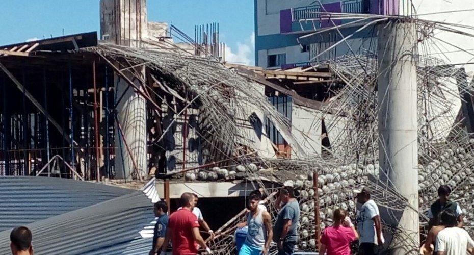Derrumbe en una obra en construcción en Santa Teresita: hay un muerto
