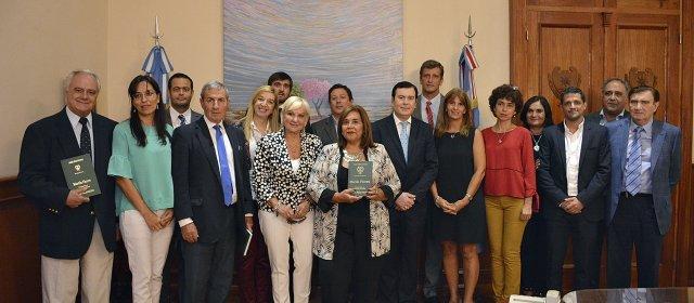 Miembros de Consejos Directivos de Colegios de Escribanos del NOA visitan al Gobernador