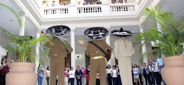 Día de la Mujer: La Intendente Fuentes saludó a las empleadas municipales