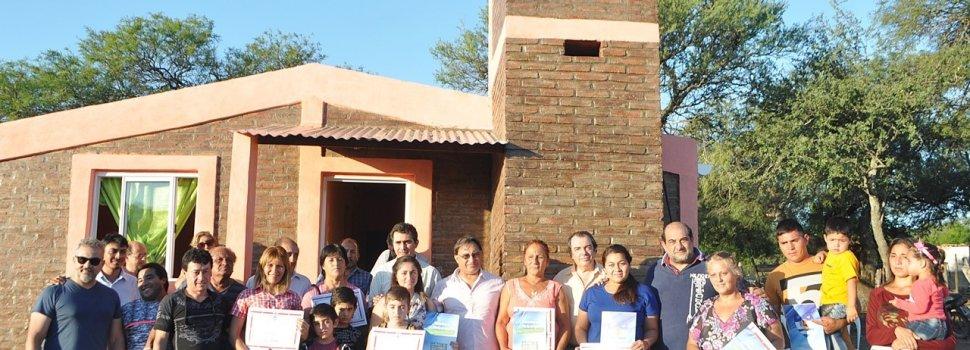 Continúa la entrega de viviendas sociales en Ojo de Agua