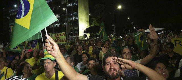 El PT convoca a marchar contra el fallo que ordena detener a Lula Da Silva
