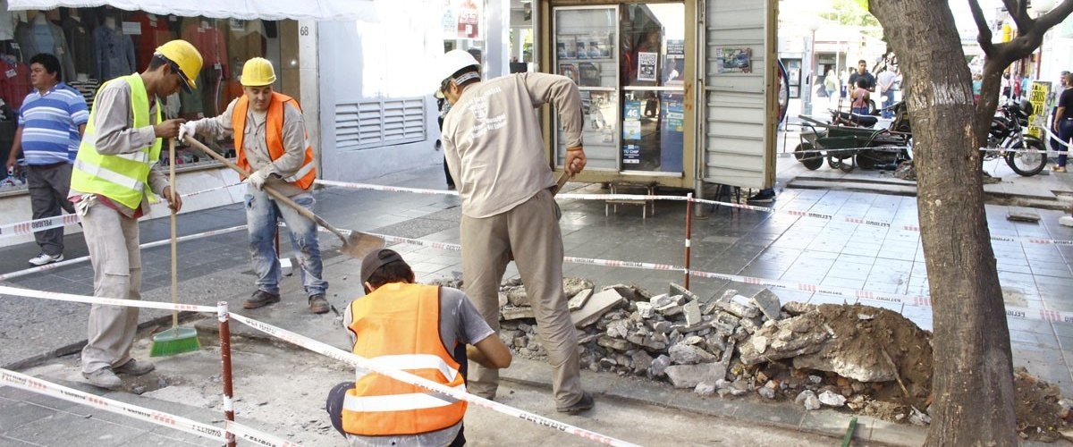 Comenzó la reparación de las peatonales Absalón Rojas y Tucumán