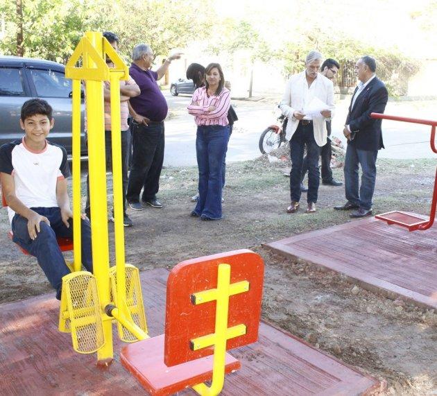 : La intendente Fuentes supervisó la instalación de nuevas Pistas Saludables
