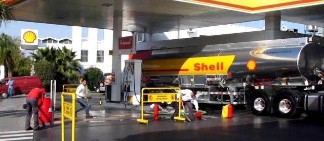 Shell y Axion aumentan 4,5% el precio de sus combustibles