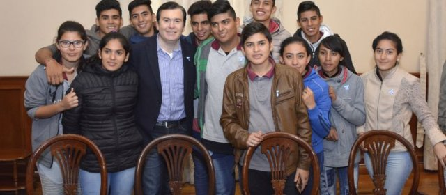 Alumnos de Pampa de los Guanacos  visitaron al Gobernador Gerardo Zamora