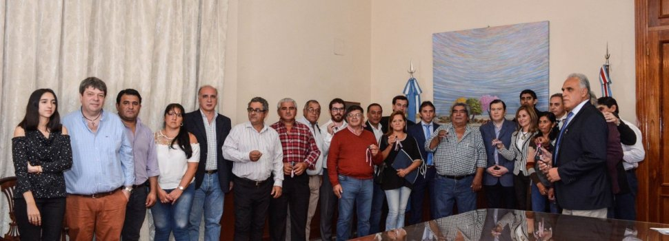 Intendente y comisionados municipales del interior  de la provincia recibieron importantes maquinarias