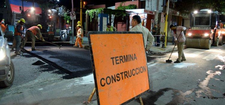 Hoy y mañana continúan tareas de bacheo y encarpetado que realiza la municipalidad en el centro de la ciudad