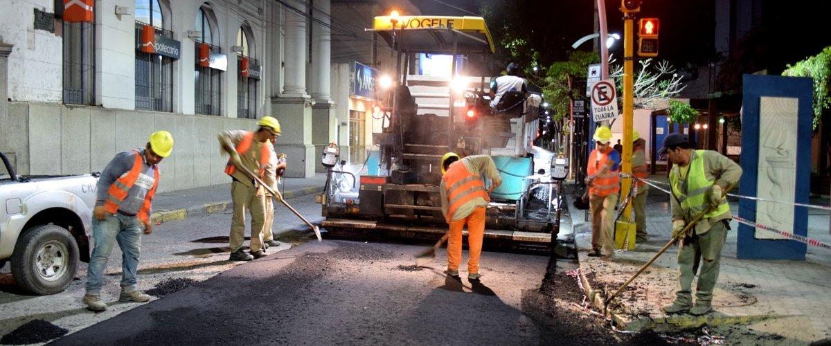 Continúan los trabajos de mejoramiento de calles en el microcentro de la ciudad