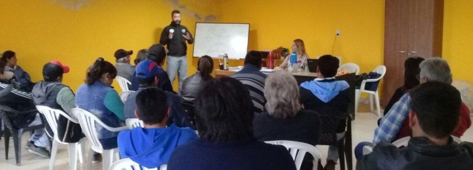 Dictan capacitación porcina a productores de la Agricultura Familiar en Clodomira
