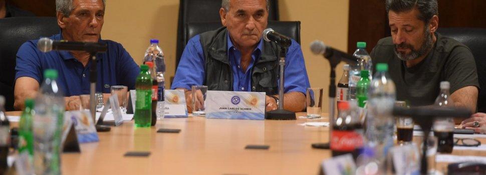 El Gobierno citó a la CGT para frenar la convocatoria al paro general