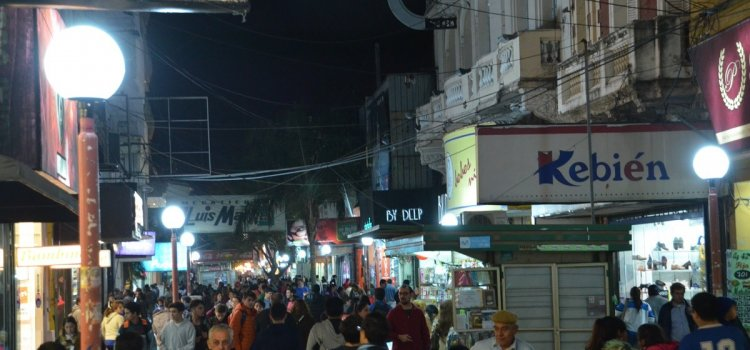 La comuna capitalina trabaja en la reconversión lumínica de ambas peatonales