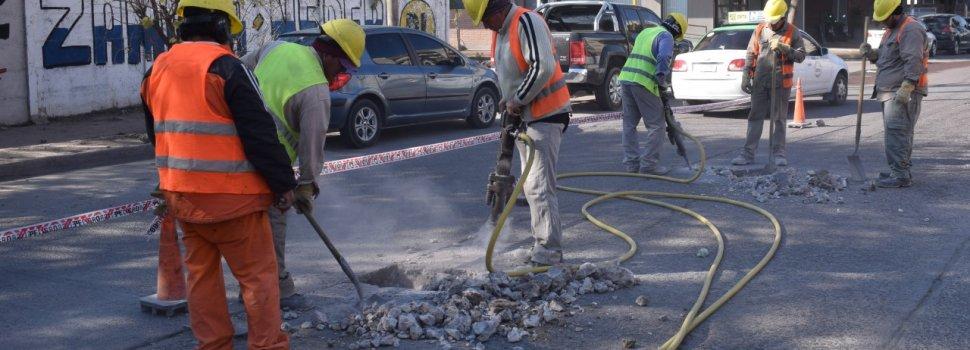 El municipio continúa trabajando en el bacheo de calle Independencia