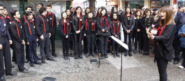 Norma Fuentes participó del Encuentro Coral Itinerante en el centro de la ciudad