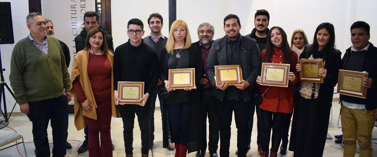 Norma Fuentes entregó premios a ganadores del Concurso del Salón Municipal de Artes Visuales de Pequeño Formato