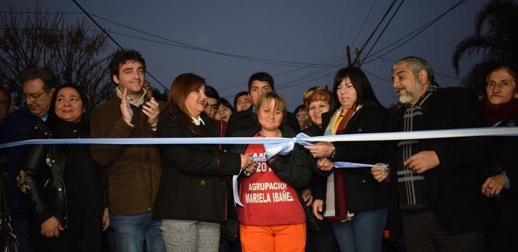 La Intendente Fuentes inauguró pavimento y obras pluviales en el barrio Almirante Brown