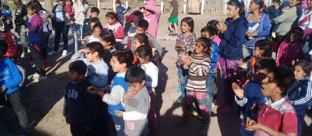 Agasajo a niños del barrio Textil de La Banda