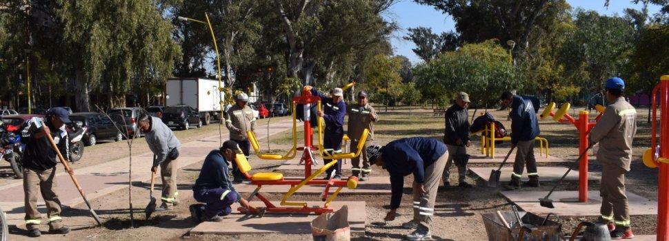 El municipio instaló nuevos aparatos de gimnasia en el Parque Aguirre