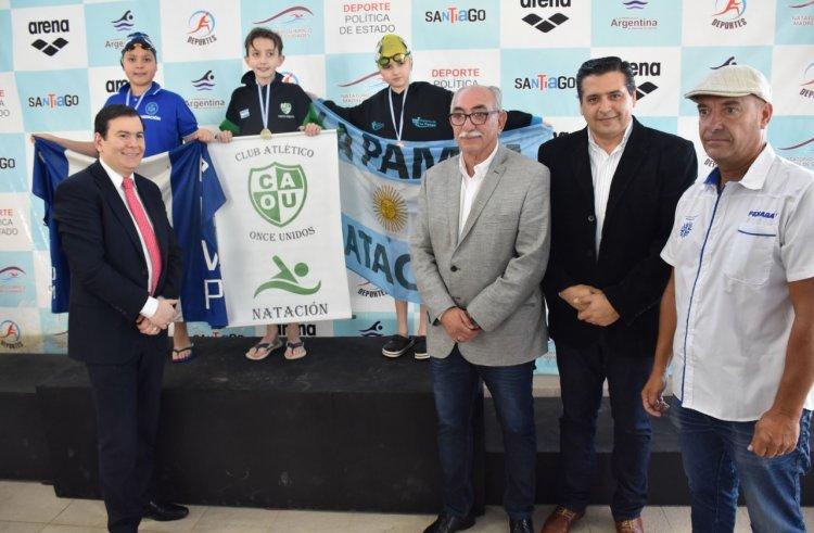 El gobernador en la apertura del Campeonato  Argentino de Natación en el Natatorio Olímpico