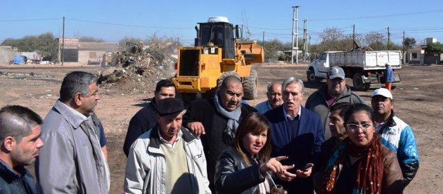 La intendente Fuentes encabezó un operativo de limpieza en el Mariano Moreno