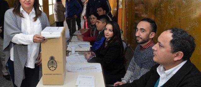 """La Intendente Fuentes votó y resaltó que """"es un día importante para la democracia"""""""