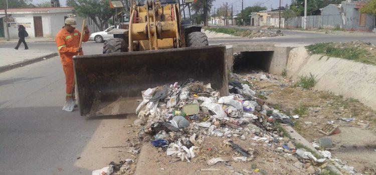 La municipalidad agregó servicios de limpieza especiales en barrios
