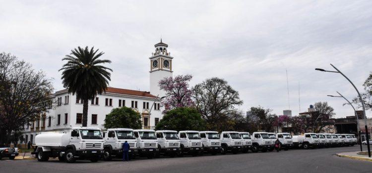 Gobernador entregó 20 camiones tanque  a la Administración de Recursos Hídricos