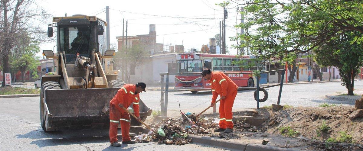 El municipio limpió el desagüe pluvial de la avenida Aguirre